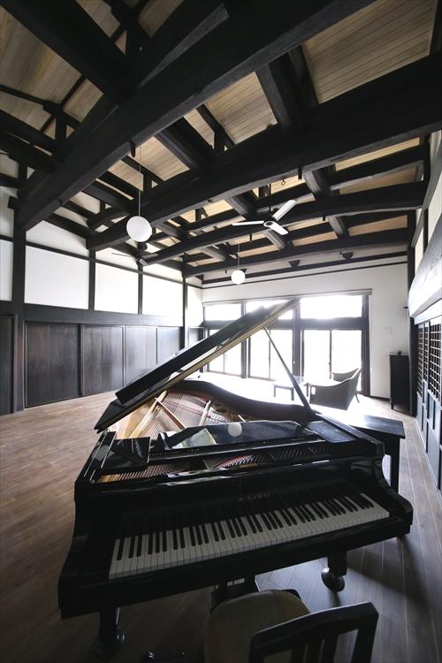 3居間ピアノ_R